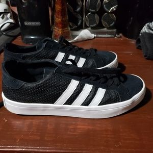 Like New Womens 8.5 Adidas (fits like 9/9.5)